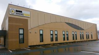 DMMは一般公開用のマイニングショールームを設置し3月中旬公開開始